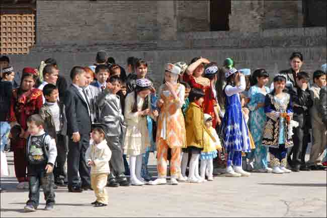 дети на праздник Навруз