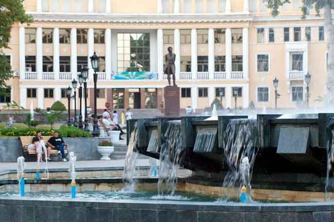 Площадь Пушкину в Ташкенте
