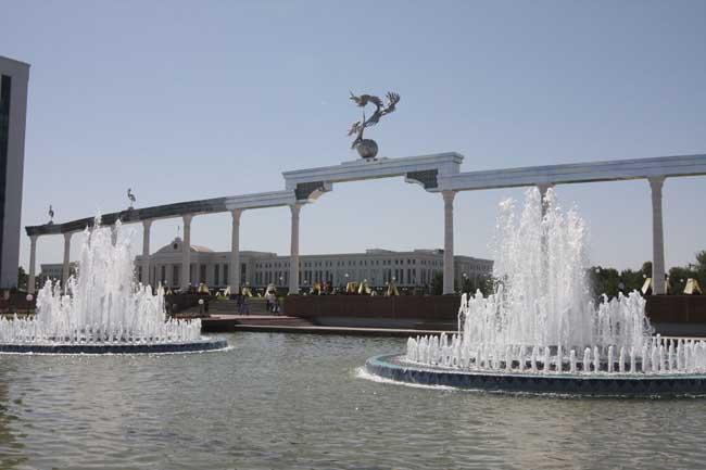 фонтаны площади Независимости