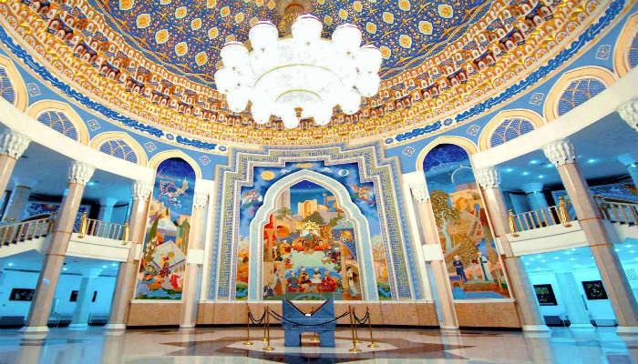 Центральный холл музея