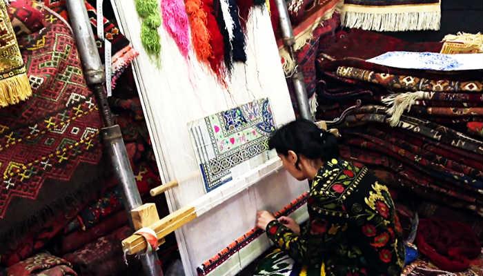 Изготовление узбекского ковра