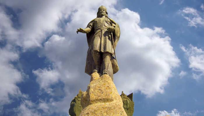памятник Джелал-ад-Дин ибн Аловуддин Мухаммад Мангуберды