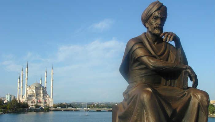 памятник Ибн Синне